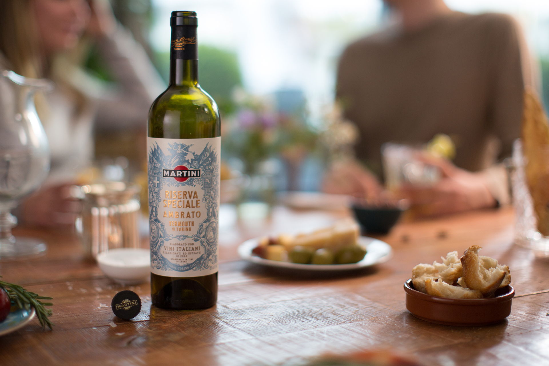 Martini-Riserva-Speciale-Ambrato-Bottle-Before